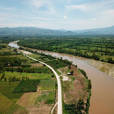 Descripción de foto - vista aérea del río Motagua, lugar donde desemboca el río Hato. - Crédito de foto - Conoce los ríos