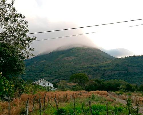 Descripción de foto - vista del paisaje y de fondo se encuentra el volcán de Ipala. - Crédito de foto - @jlmontufar - Instagram