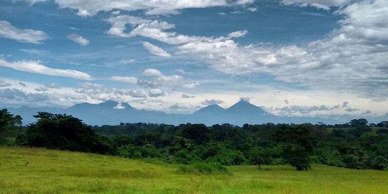 Descripción de la foto para personas con discapacidad visual - Vista del cielo, árboles y paisaje de Taxisco. - Crédito de foto - _cieloentierra_ - Instagram