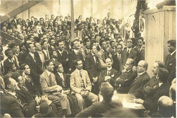 Descripción de la foto para personas con discapacidad visual: imagen de la reunión constitutiva del partido unionista. (Crédito de foto: Miguel A. Alvarez)