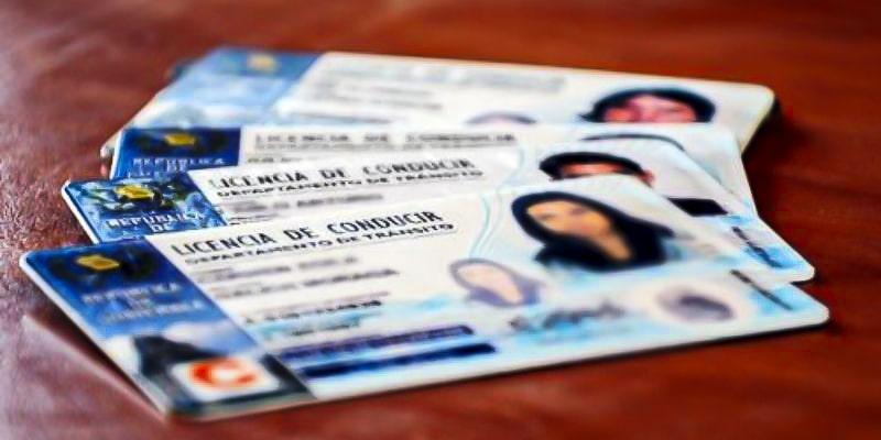 Requisitos para el permiso temporal de aprendizaje de conducción de Guatemala