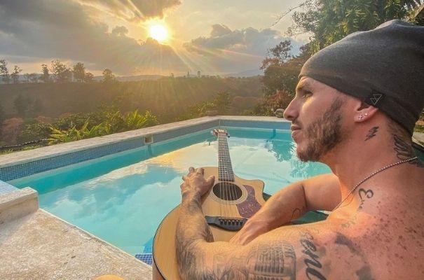 Biografía de Ale Mendoza, cantante guatemalteco.