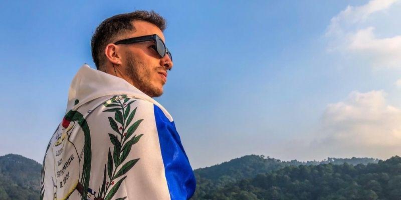Biografía de Ale Mendoza, cantante guatemalteco