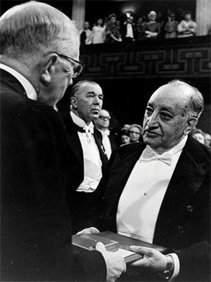 El día en que Miguel Ángel Asturias recibió el Premio Nobel-.png