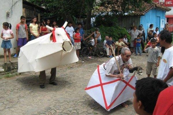La tradición de la danza del torito y el caballito de Santa Rosa.