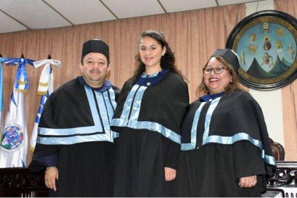 Qué significan los colores de la toga universitaria en Guatemala.