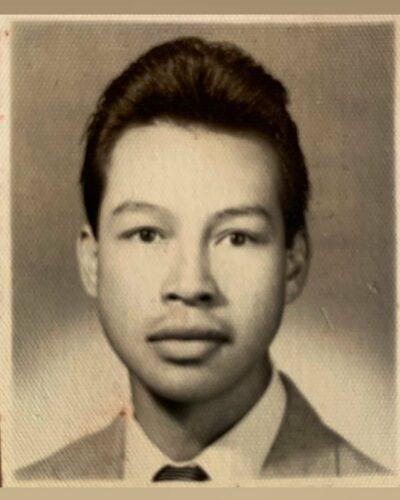 Biografía de José Víctor López, diseñador de alta costura guatemalteco.