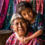 La importancia de los abuelos en la cosmovisión maya