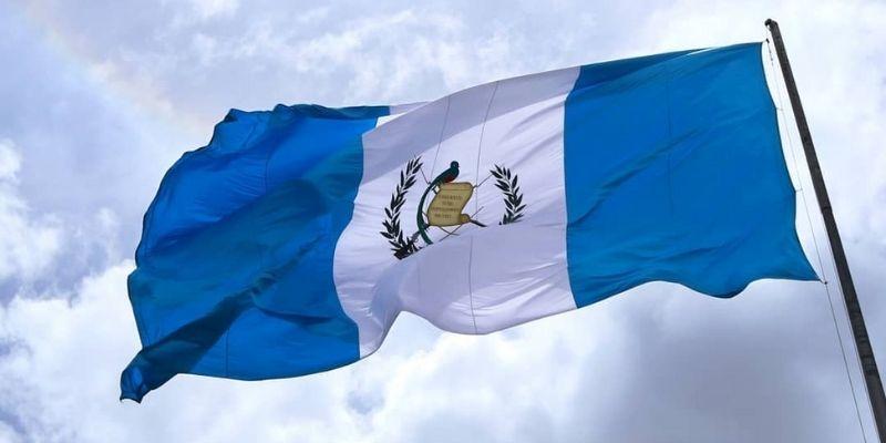 ¿Cómo se iza la Bandera Nacional de Guatemala?
