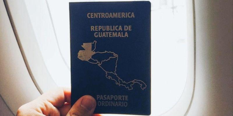 ¿Por qué el pasaporte de Guatemala es de color azul?